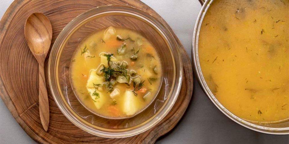 Vegánska polievka z kyslých uhoriek